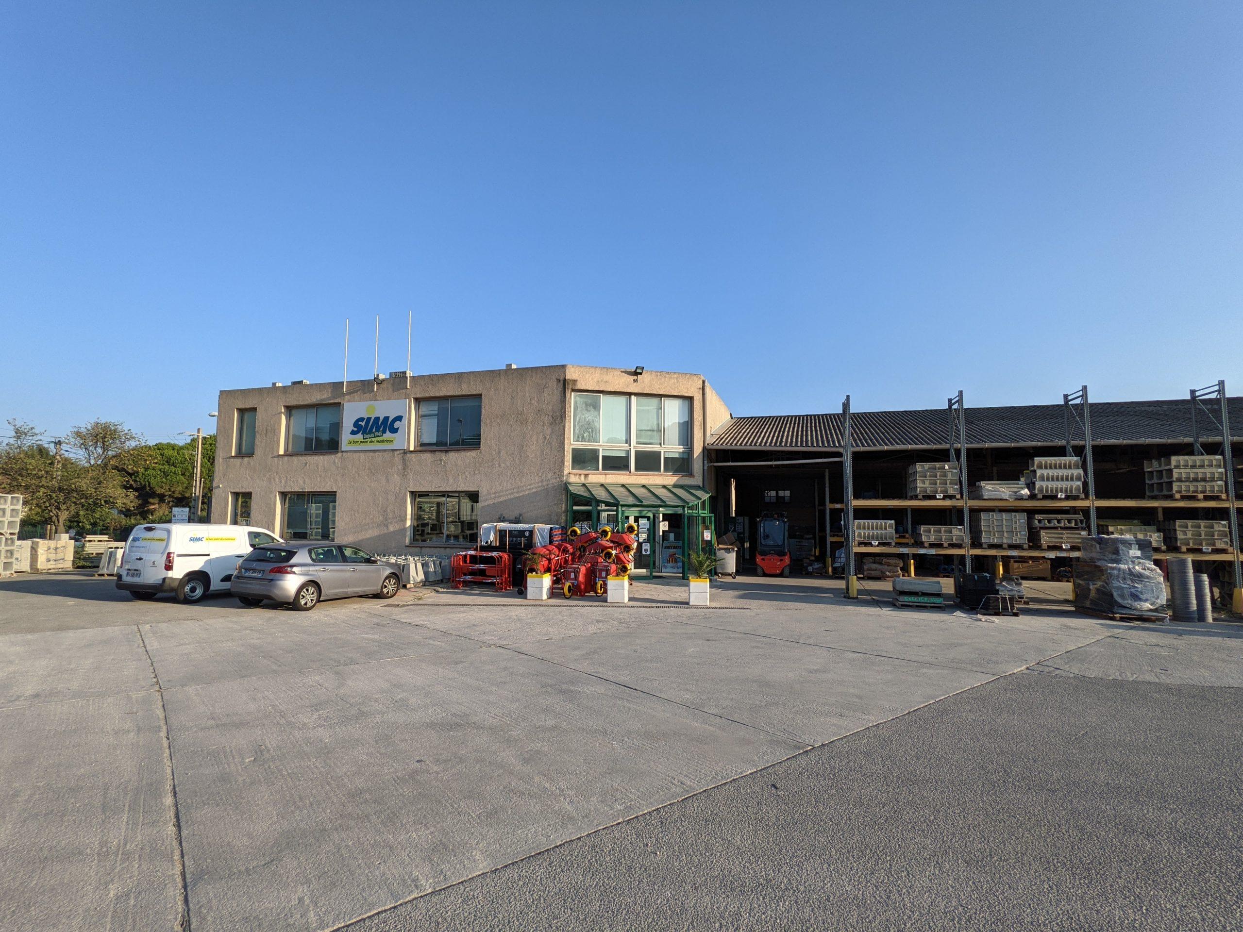 Agence Matériaux SIMC Hyères - Vue de l'entrée du magasin